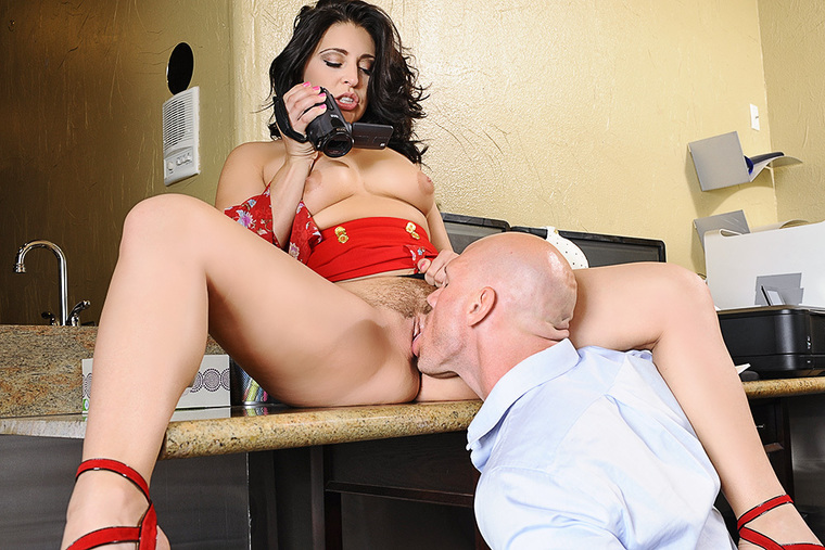 Boss Gracie Glam fucking in the desk with her big ass