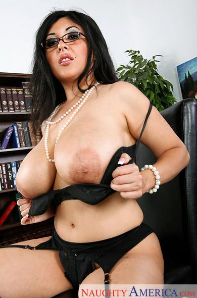 Amira hot cumshot ass