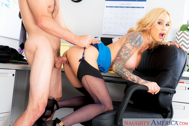 Get laid and getting lei'd: Sarah Jessie works it at work - Sex Position 2