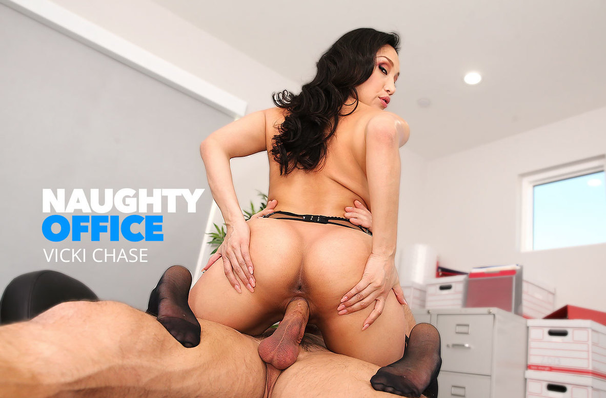 Watch Vicki Chase and Johnny Castle video in Naughty Office