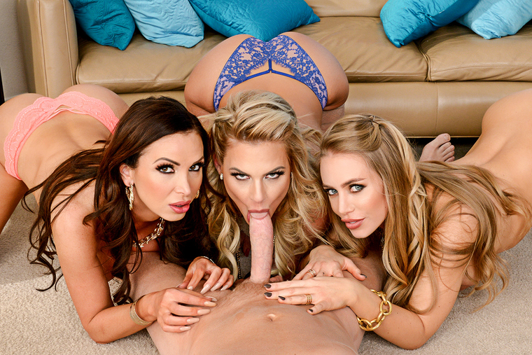 Nicole Aniston fucking in the couch with her blue eyes