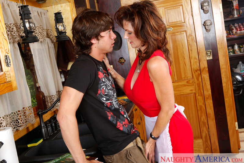a cougar seduced by Deauxma