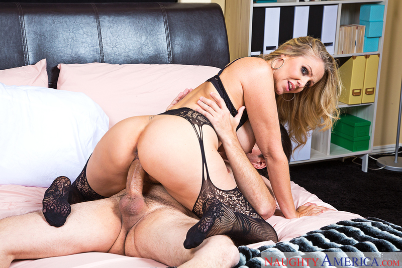 Client Julia Ann fucking in the bedroom with her tits - Sex Position 3